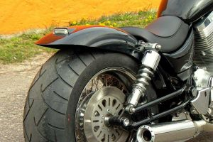 suzuki_vs_1400_intruder_black_3.jpg