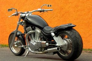 suzuki_vs_1400_intruder_black_9.jpg