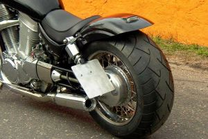 suzuki_vs_1400_intruder_black_11.jpg